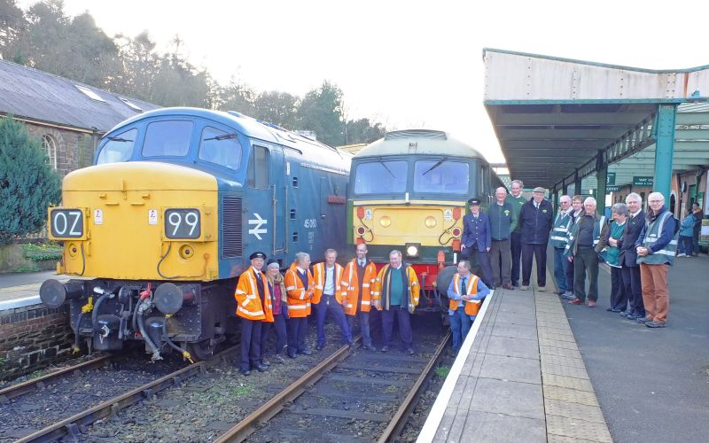 DR staff and DRSA volunteers with 45060 'Sherwood Forester' and 47701 'Waverley' during the Sulzer Weekend