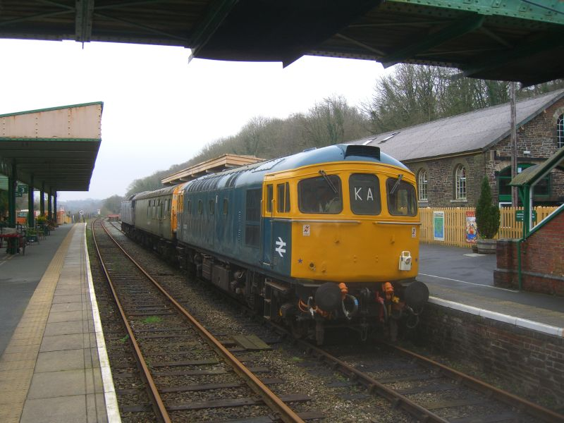 33035 at Okehampton, having delivered 47828 for battery charging.