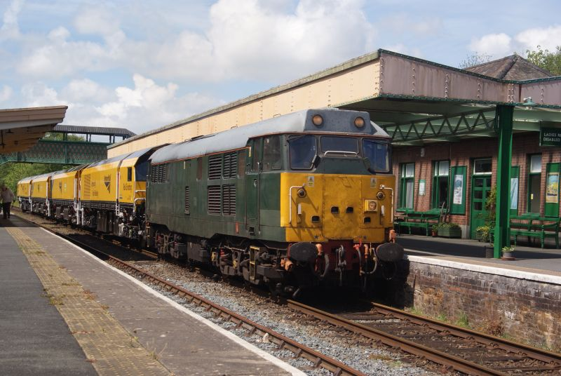 31452 departing for Chaddesden Sidings, Derby, with the rail grinder in tow.