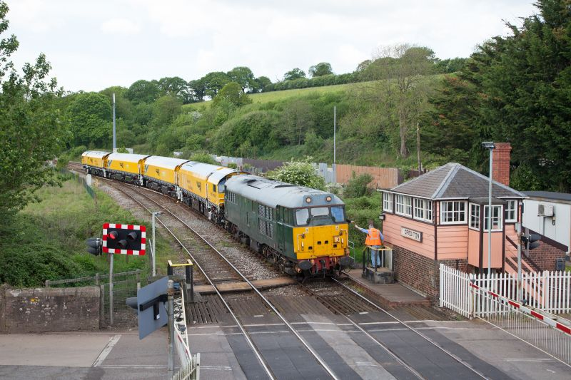 The 31452 and Rail Grinder ensemble back on Network Rail metals at Crediton