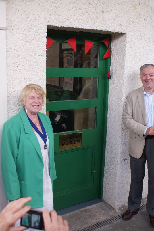 Jan Goffey and Richard Westlake with the new plaque